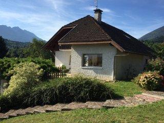 SAINT-JORIOZ, maison avec Piscine, VUE lac, 10 per - Saint-Jorioz vacation rentals
