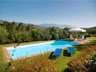 Lovely 5 bedroom Villa in Monte San Quirico - Monte San Quirico vacation rentals