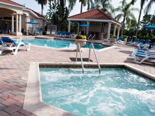 3-Bedroom Townhouse with Community Pool Near Golf - Four Corners vacation rentals