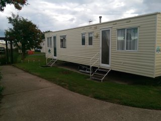 3 Bedroom Spacious Holiday Home, 3 mins from beach - Hopton on Sea vacation rentals