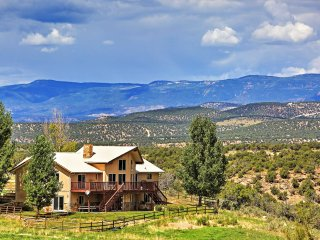 NEW! 4BR Redvale House w/Scenic Mountain Views! - Redvale vacation rentals