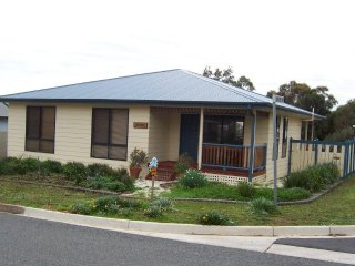 Perfect 3 bedroom Sellicks Hill House with A/C - Sellicks Hill vacation rentals