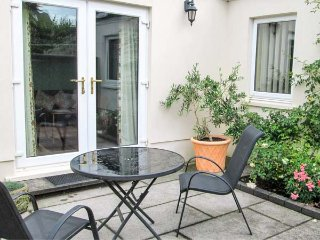 SWALLOWS, all ground floor, private patio, off road parking, pet-friendly, Dinas Cross, Ref 930406 - Dinas Cross vacation rentals