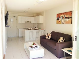 One Bedroom Deluxe Unit at Alexandra Beach Resort, opposite Alex Beach - Alexandra Headland vacation rentals