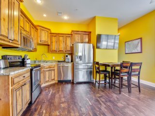 New Upscale 2br *Sightseer Studio (47-4) *Indoor Pool*Silver $ City*Lake view* - Branson West vacation rentals
