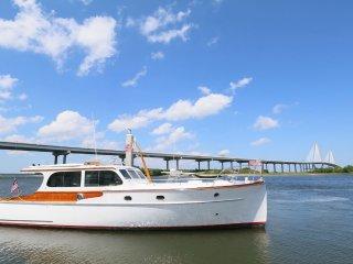 New! Modernized Vintage Yacht. - Charleston vacation rentals