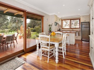 Cozy 2 bedroom Cottage in Creswick with A/C - Creswick vacation rentals