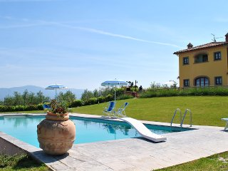 Villa accommodation up to 6 pax close to Cortona - Foiano Della Chiana vacation rentals