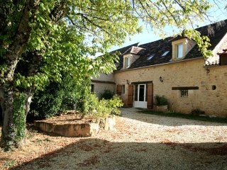 Nice Gite with Central Heating and Television - Saint-Felix-de-Reillac-et-Mortemart vacation rentals