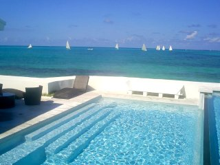 IDEALLY LOCATED VILLA BY THE BEACH - Nassau vacation rentals