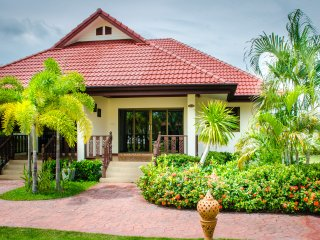 2 Bed Villa Rayong Pool Internet Air Con Gated - Klaeng vacation rentals