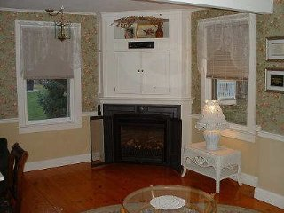 Private 2 Bdrm Cottage, Walk 2 Beach & Riverfront! - Westbrook vacation rentals