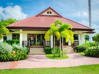 2BR House Villa Rayong Gated Pool Internet Air Con - Klaeng vacation rentals