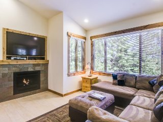 Updated ski-in/ski-out condo w/shared pool/hot tub/sauna/tennis - Walk to lifts - Truckee vacation rentals