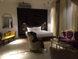 Villa Raha - Luxury B&B Luxury King Suite - Colombo vacation rentals