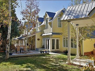 Family & Pet Friendly Home in Old Town - Walk to Shops, Restaurants, City Bus Stops (3469) - Steamboat Springs vacation rentals