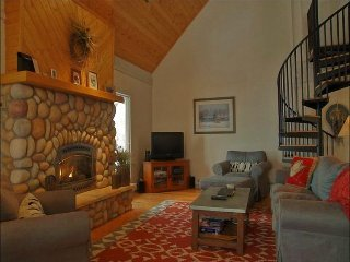 Beautifully Remodeled & Well Maintained - Panoramic Views, Vaulted Ceilings (7009) - Steamboat Springs vacation rentals