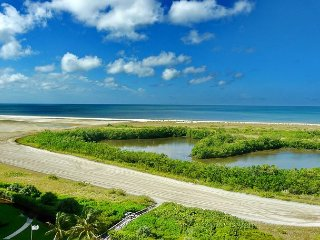 Bright beachfront condo w/ heated pool and balcony facing Tigertail Beach - Marco Island vacation rentals
