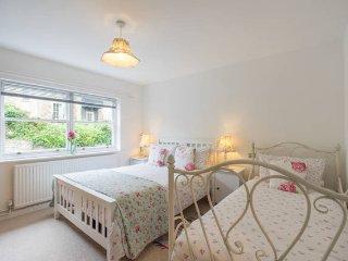 Bath City Centre, Quiet Apartment, Sleeps 6 (MB) - Bath vacation rentals