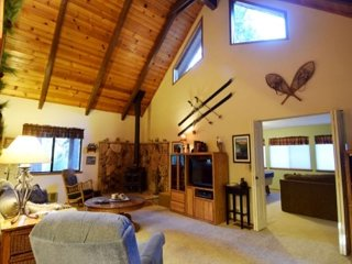4 Bedrooms plus a Loft, Great room AND Rec room in a quiet area of Arnold CA - Arnold vacation rentals