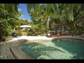 Convenient 4 bedroom Clifton Beach Villa with A/C - Clifton Beach vacation rentals