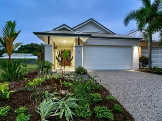 Perfect 3 bedroom House in Palm Cove with Internet Access - Palm Cove vacation rentals
