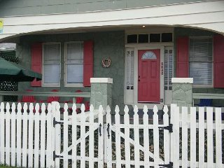 1 Block to Beach/ Pleasure Pier, 2 BR, 1 BA Cottage, Wi-Fi - Galveston Island vacation rentals