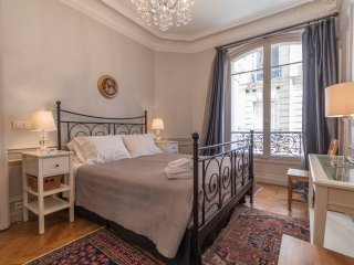 Extra-large luxurious one bedroom in Eiffel Tower - Paris vacation rentals
