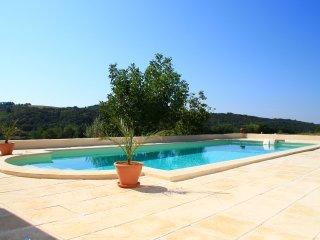 Valensole en Provence Belle Suite avec piscine chauffée, terasse, BBQ, jardin... - Valensole vacation rentals