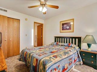 Walk-in 2 bedroom 2 bath unit with indoor pool and splashpad access - Branson vacation rentals