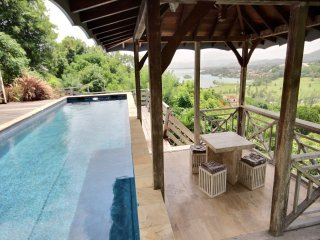 Superbe villa 4 chambres, piscine, vue mer et golf - Trois-Ilets vacation rentals