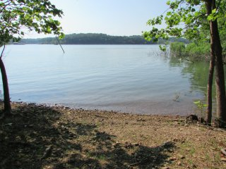 Twin Oaks Lake Front Cabin on Table Rock Lake - Eagle Rock vacation rentals