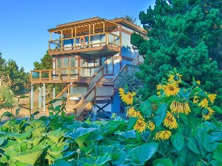 HUGE! 5k sqft**HOT TUB**Pets, Premium Cable, Bk 2 Get 2 Nts FREE! (Admiral) - Long Beach vacation rentals