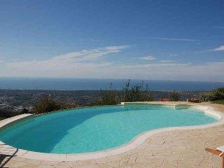 Bright 4 bedroom Villa in Valdicastello Carducci - Valdicastello Carducci vacation rentals