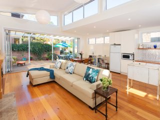 Bright sunny place to relax, close to Cooks River - Marrickville vacation rentals