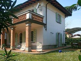 4 bedroom Villa in Forte dei Marmi, Versilia, Italy : ref 2243147 - Forte Dei Marmi vacation rentals