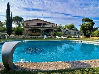 3 bedroom Villa in Vidreres, Costa Brava, Spain : ref 2253102 - Mont Barbat vacation rentals