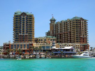 Upscale 3 bed Emerald Grand resort Destin Harbor 50% off amazing ocean view - Destin vacation rentals