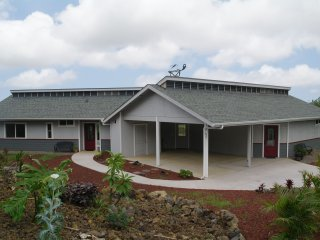 Gorgeous House with Washing Machine and Television - Naalehu vacation rentals