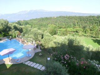Apts.&Pool & Breathtaking Lake View, in Golf court - Toscolano-Maderno vacation rentals