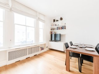 Lovely 2 bd apt in Notting Hill {FC1} - London vacation rentals