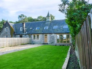 THE HALL WEST, high standard barn conversion, en-suite, woodburning stove - Balloch vacation rentals