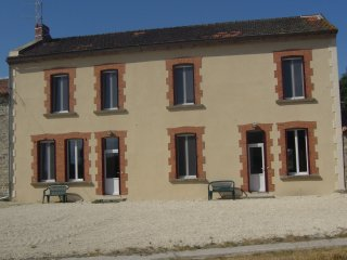 Nice 3 bedroom Gite in Lathus-Saint-Remy - Lathus-Saint-Remy vacation rentals