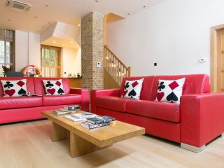 Exclusive 3bd Marylebone Mews House {AC1} - London vacation rentals