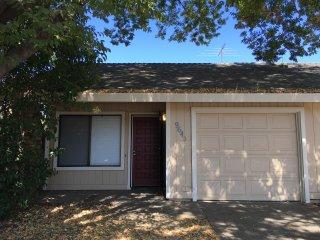 2 bedroom House with Internet Access in Sacramento - Sacramento vacation rentals