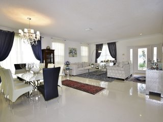 Villa Chandelier- 4 Bedrooms + 2.5 Bathrooms - Boca Raton vacation rentals