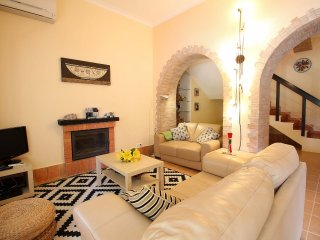 Casa Sol, Duplex Apartments, Wine Estate, 2 Bedrooms, Sleeps 5, Air-con, BBQ & Shared pool - Lagoa vacation rentals