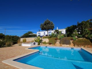 Villa Diane, Luxury Cottage, Ocean views, 2 Bedrooms, Sleeps 4, Air-con, BBQ & Shared pool - Carvoeiro vacation rentals
