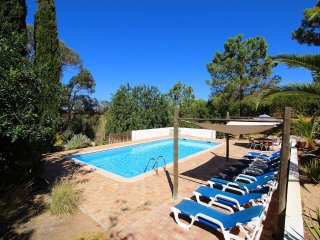 Villa Rosa, Family villa, Tranquil area, 4 Bedrooms, Sleeps 8, Air-con, BBQ & Large Pool - Carvoeiro vacation rentals