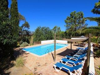 Villa Rosa, Family villa, Tranquil area, 4 Bedrooms, Sleeps 8, Air-con, BBQ & Large Pool - Lagoa vacation rentals